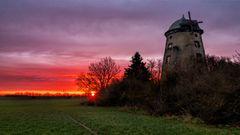 Sunrise hinter der Mühlenruine