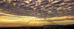 Sunrise over Land/ Sonnenaufgang übers Land