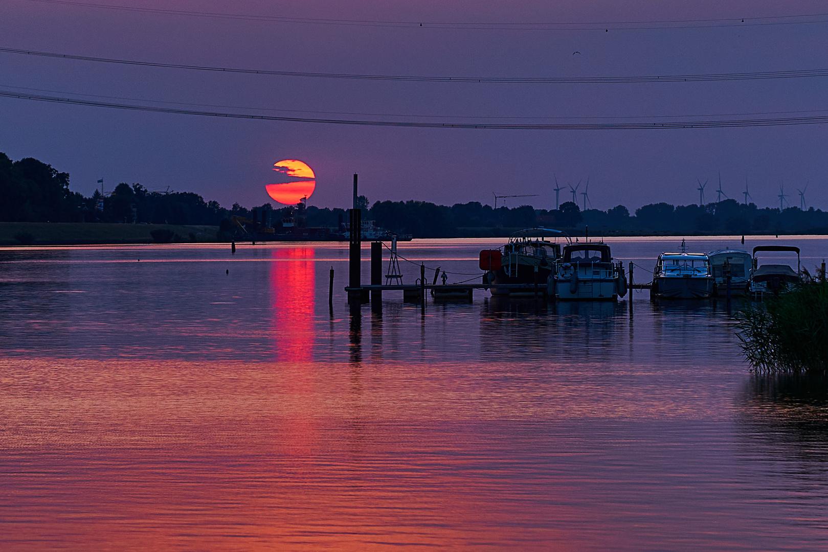 Sunset  2020-08-15  (SEL2470GM)
