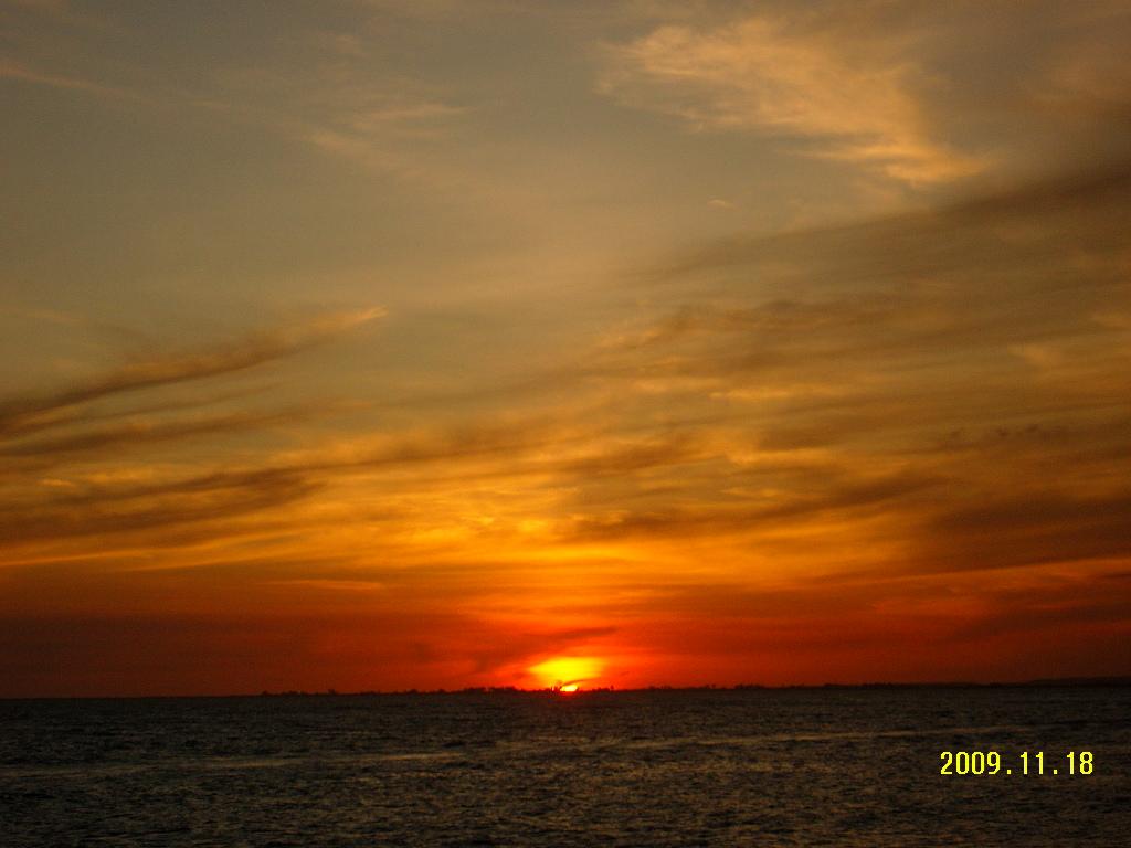 Sunset at Bahia del Morro< Isla de Margarita
