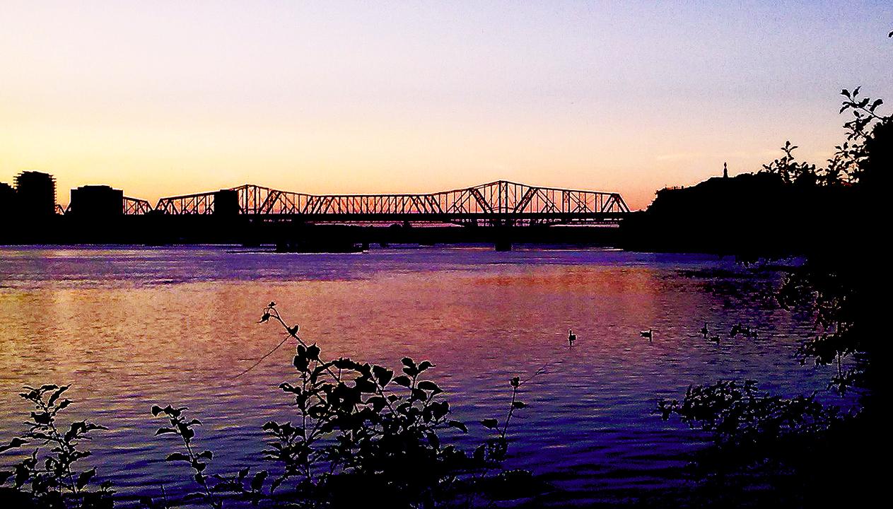 SUNSET ON THE OTTAWA RIVER