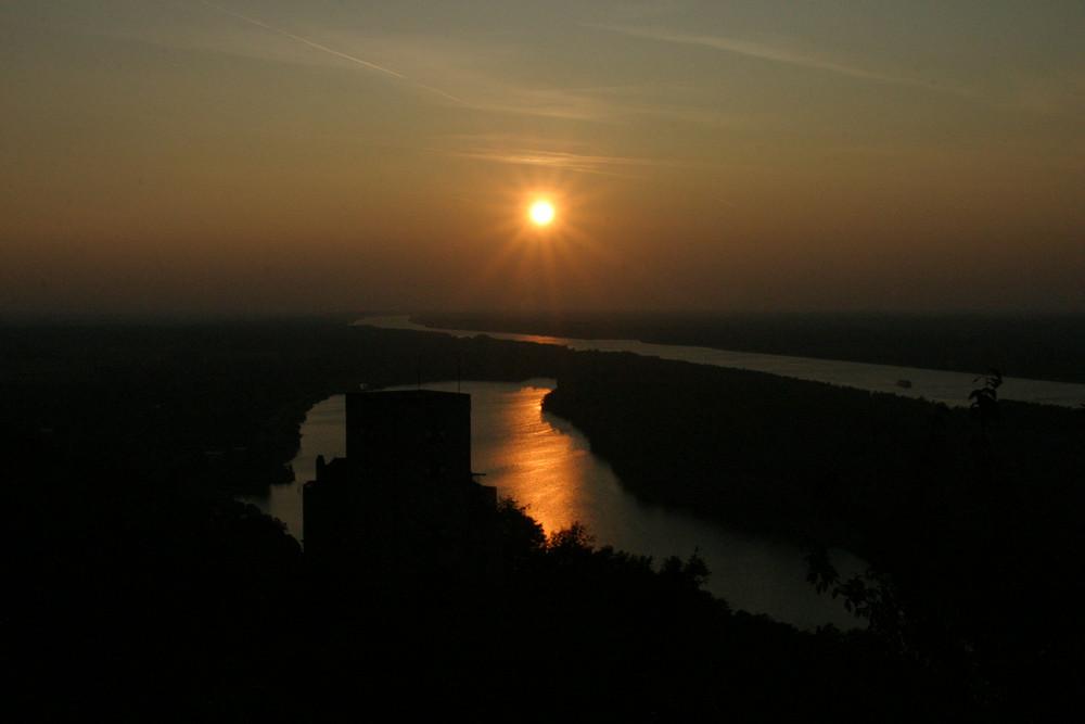 Sunset über Burg Greifenstein an der Donau