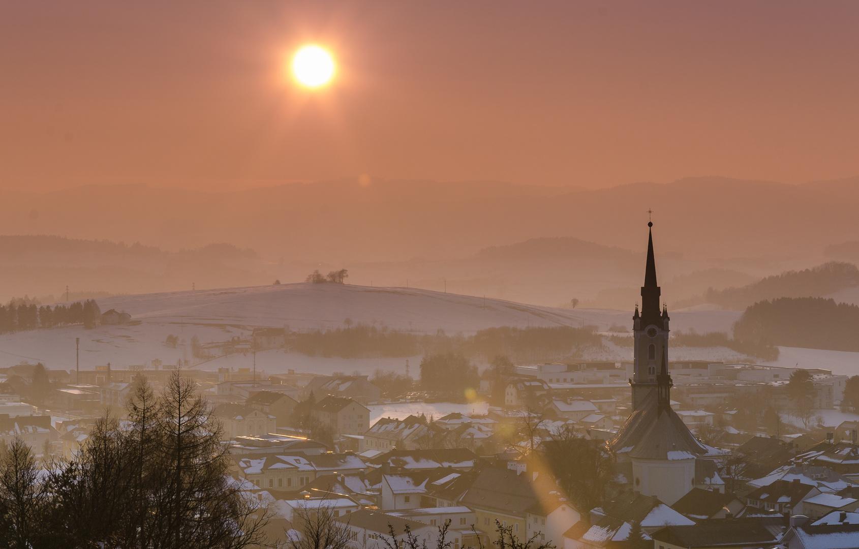 Sunset von einer Kleinstadt im wunderschönen Österreich
