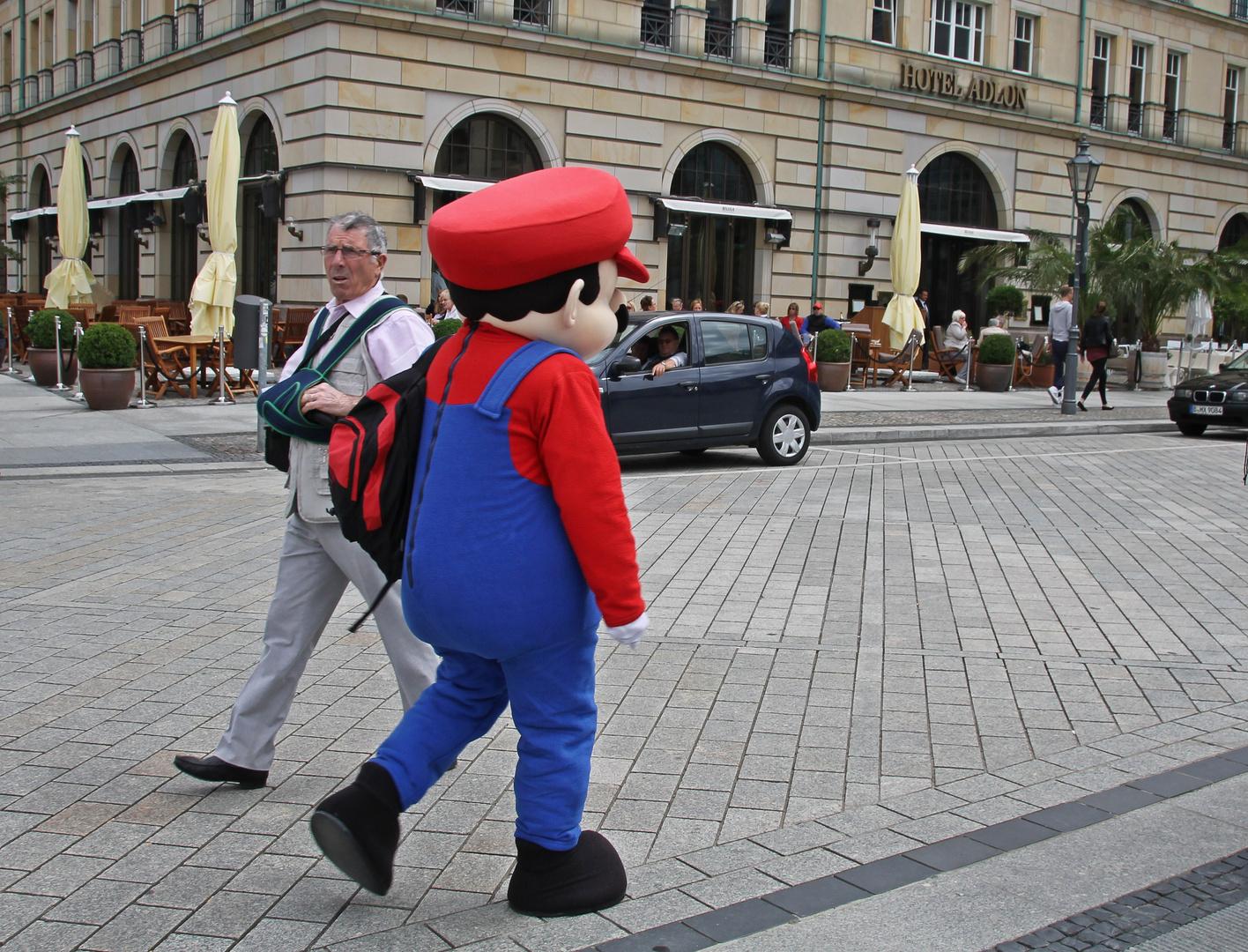 Super-Mario unterwegs incognito in Berlin