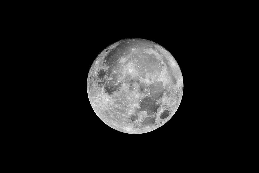 Super Mond über Leverkusen