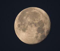 """Super""Mond"