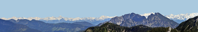 Supersicht von fast 100 km zu den Taueren mit derartigen schneebedeckten Gipfeln, wie...