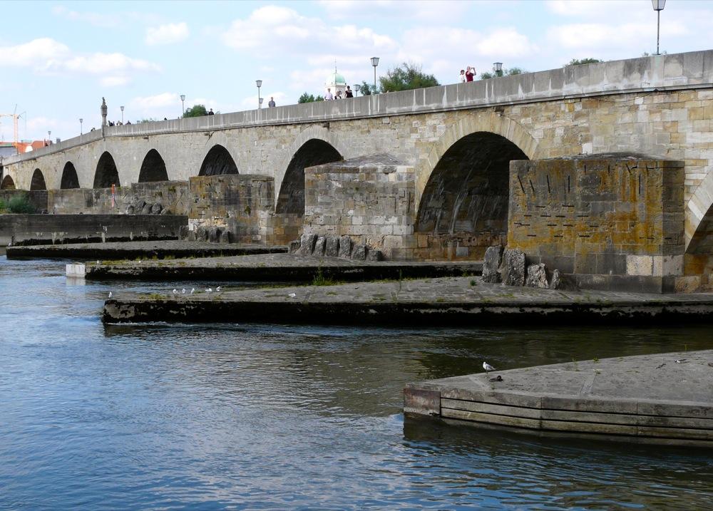 sur le pont.. ....ist nicht Avignon.....