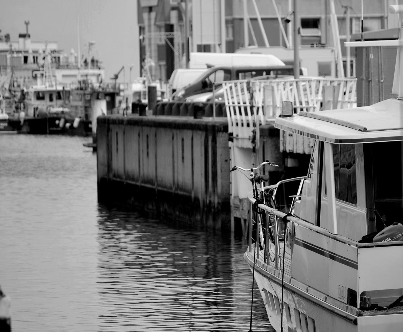Sur un bateau voguait une bicyclette