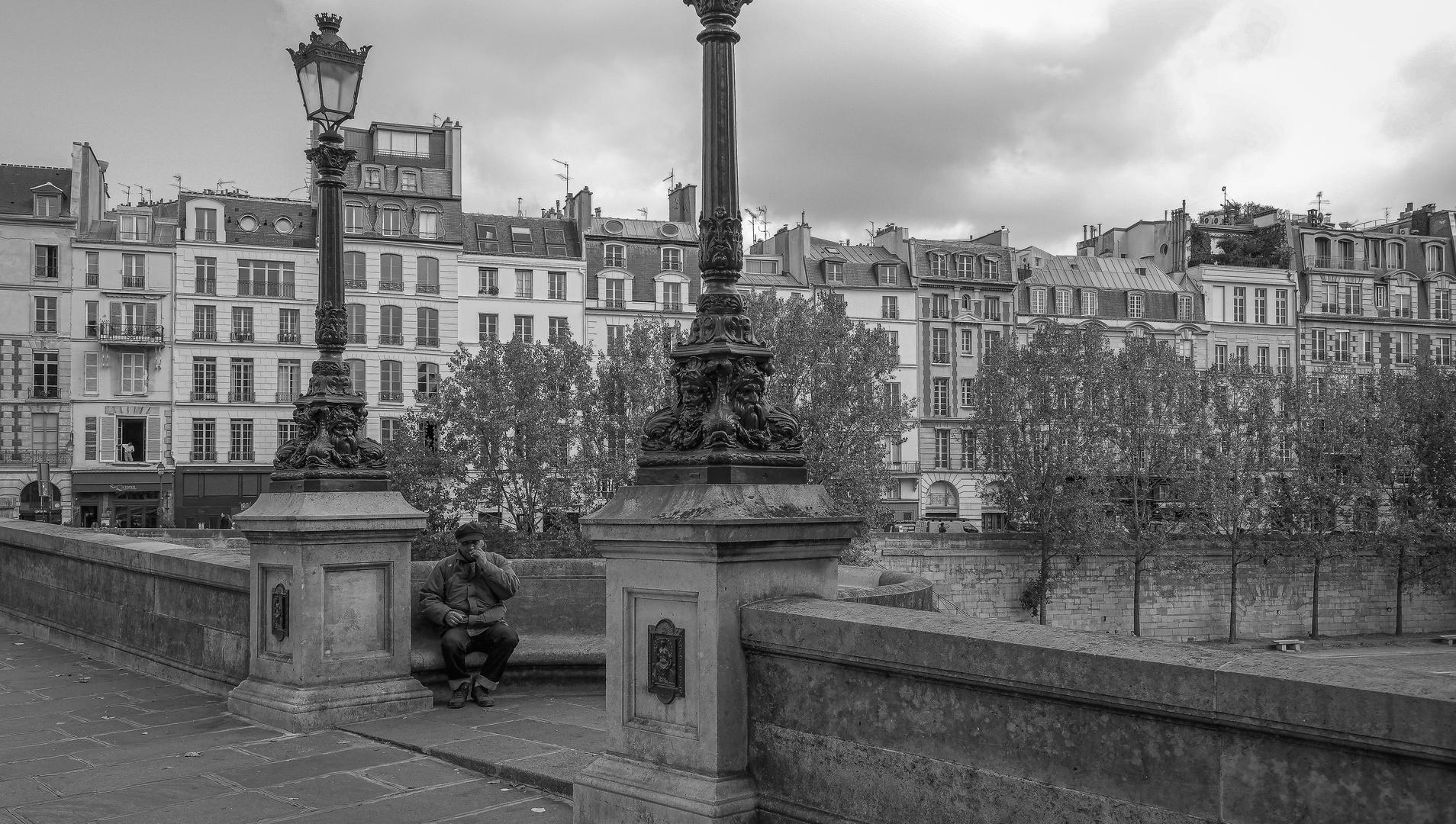 Sur un pont à Paris