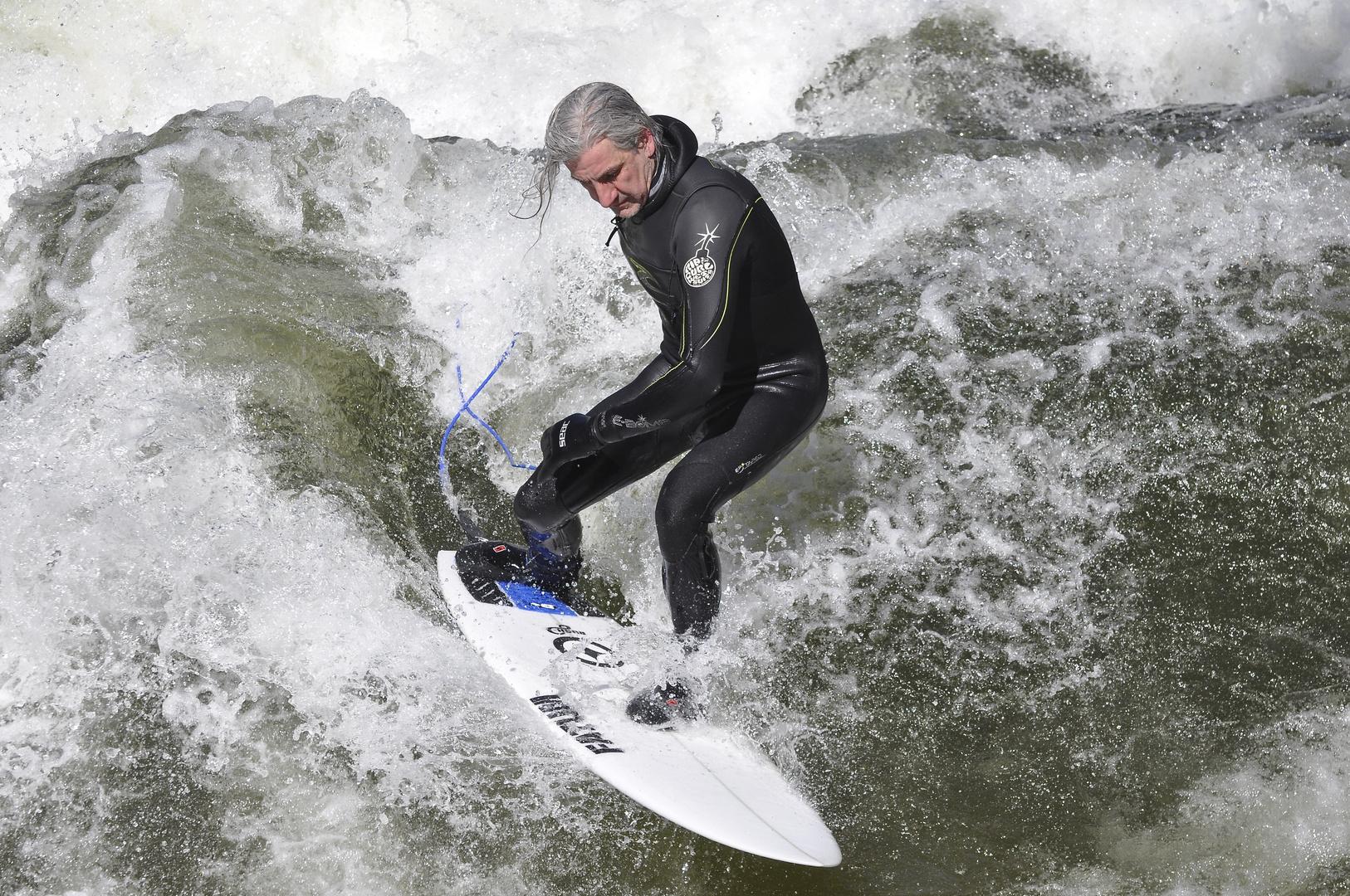 Surfen am Eisbach in München 4