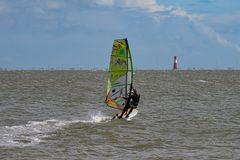 Surfen bei Starkwind am Jadebusen.