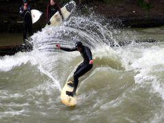 Surfen im Eiskanal München