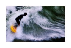 Surfer im Eiskanal