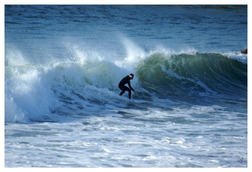 Surfer sur la côte basque