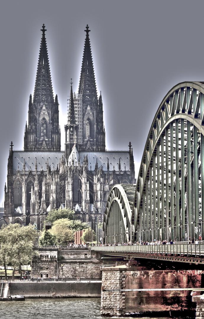 Surrealistische Darstellung des Kölner Dom