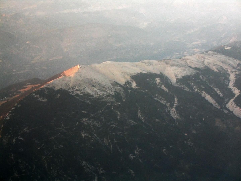 survol du Mont Ventoux en fin d'après-midi