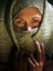 Susan mit Schal 1