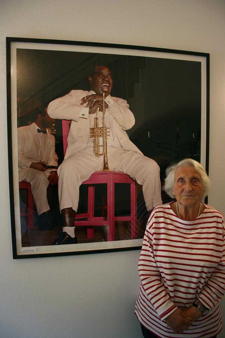 Susanne Schapowalow vor einem ihrer Meisterfotos