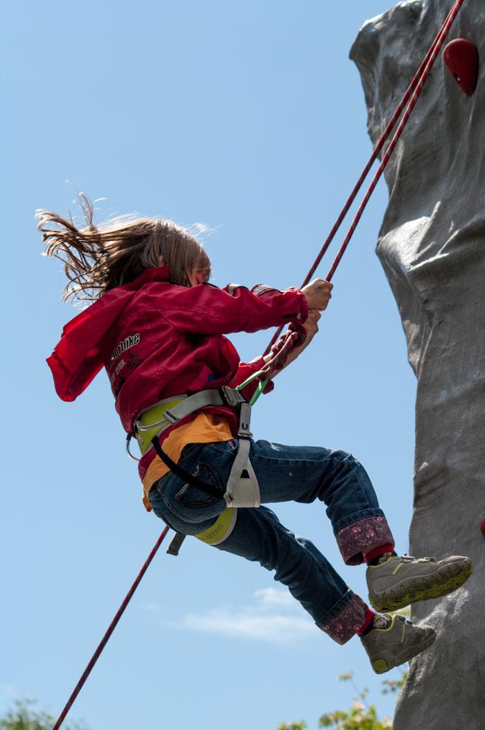 Svenja am Kletterturm des Deutschen Alpenvereins