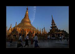 Swedagon Pagode im Abendlicht