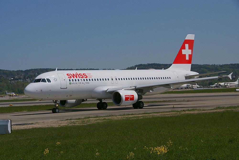 Swiss A320s auf dem Weg zur Piste 10 #2