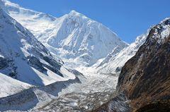Syacha Gletscher und Manaslu Nord (6994m)