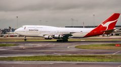 SYD QF 747-300 landing