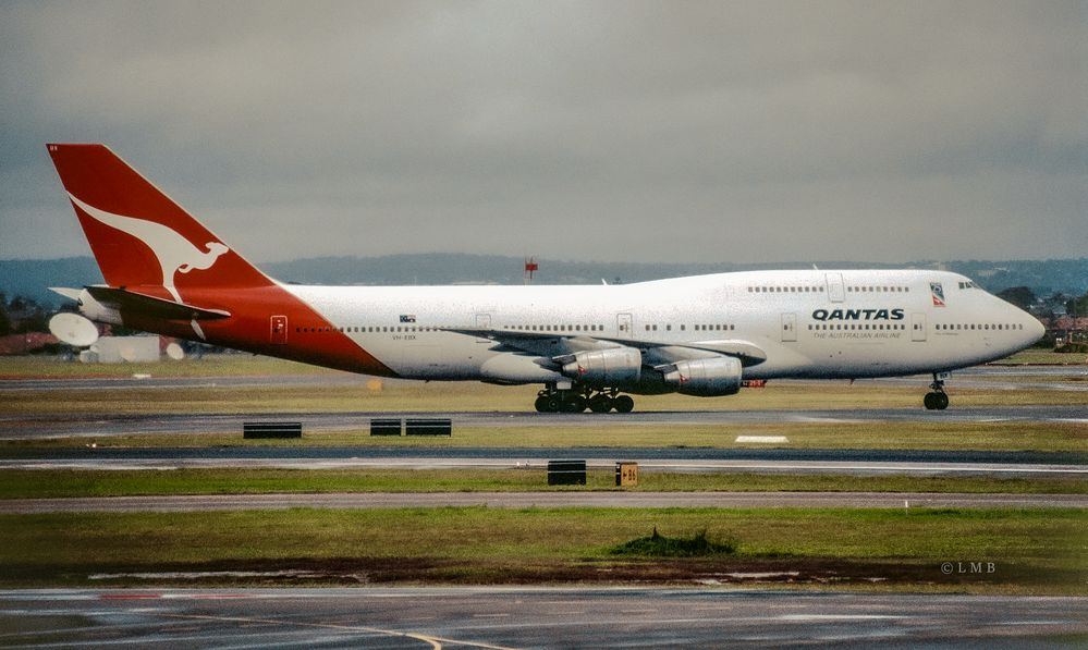 SYD QF 747-300 taxiing