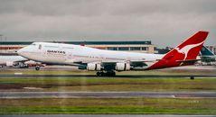 SYD QF 747-400 landing