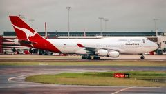 SYD QF 747-400 taxiing