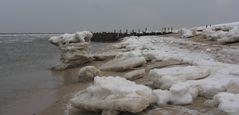 Sylt-Ellenbogen bei Eis und Schnee und Eisenbuhnen
