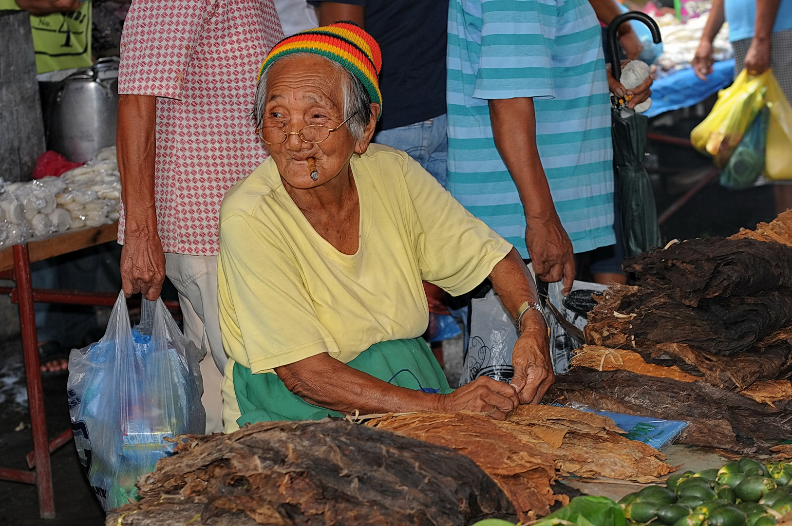 """ Tabakverkäuferin "" , Ibajay-Markt - Aklan _- Panay Sept. 2010"