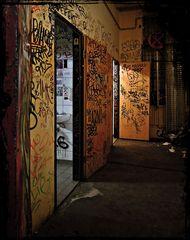 Tacheles: Zu den Toiletten