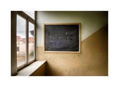 Tafel am Fenster