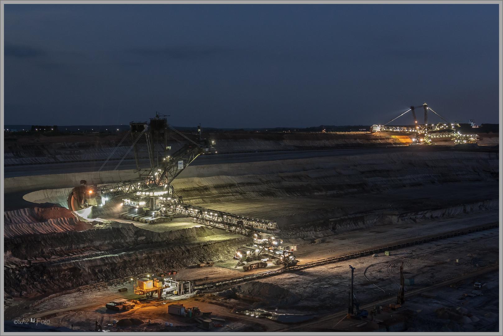 Tagebau bei Nacht#01