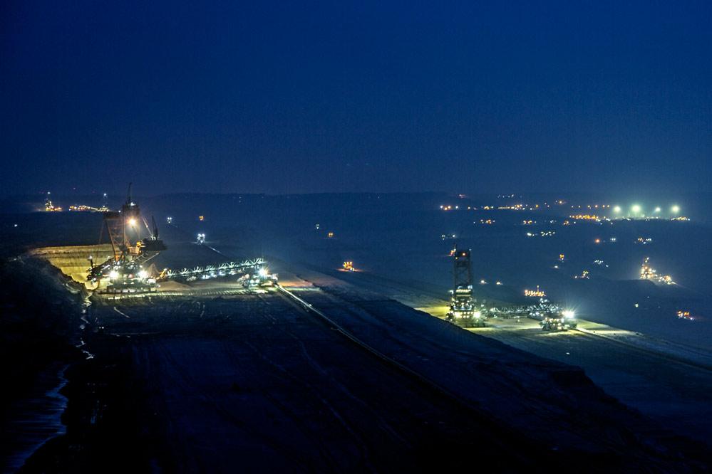 Tagebau Hambach bei Nacht