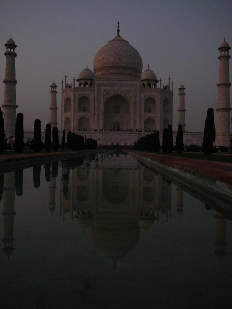 Taj Mahal bei Dämmerung