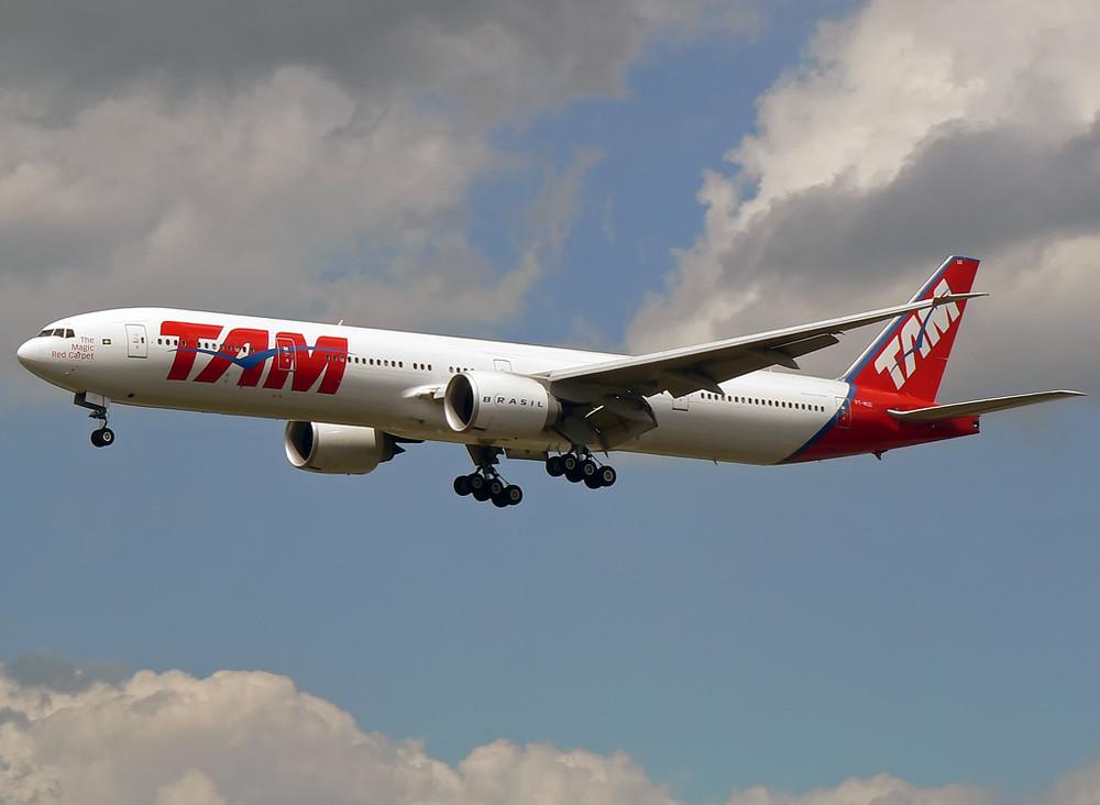 TAM Boeing 777-32W(ER) PT-MUD