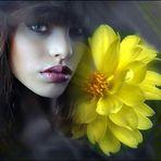Tania Raquel con flores de Canan Oner