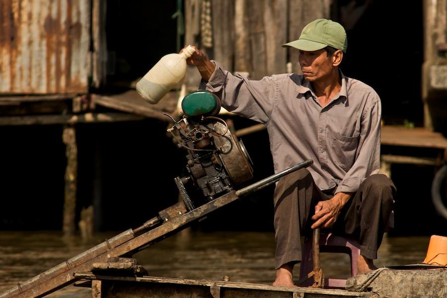Tanken auf dem Mekong