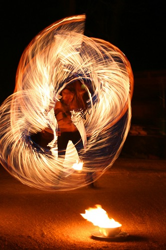 *tanz mit dem feuer*
