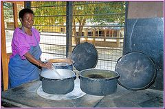 Tanzania 2001 - Yatima - Das Waisenhaus - Die Köchin