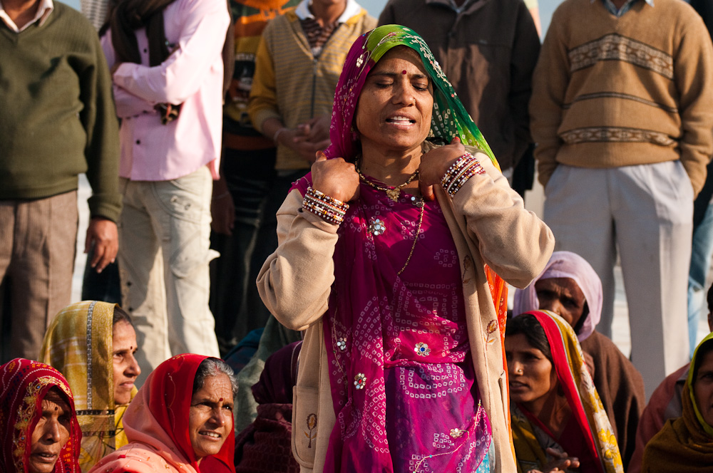 Tanzende Frauen an Taj Mahal