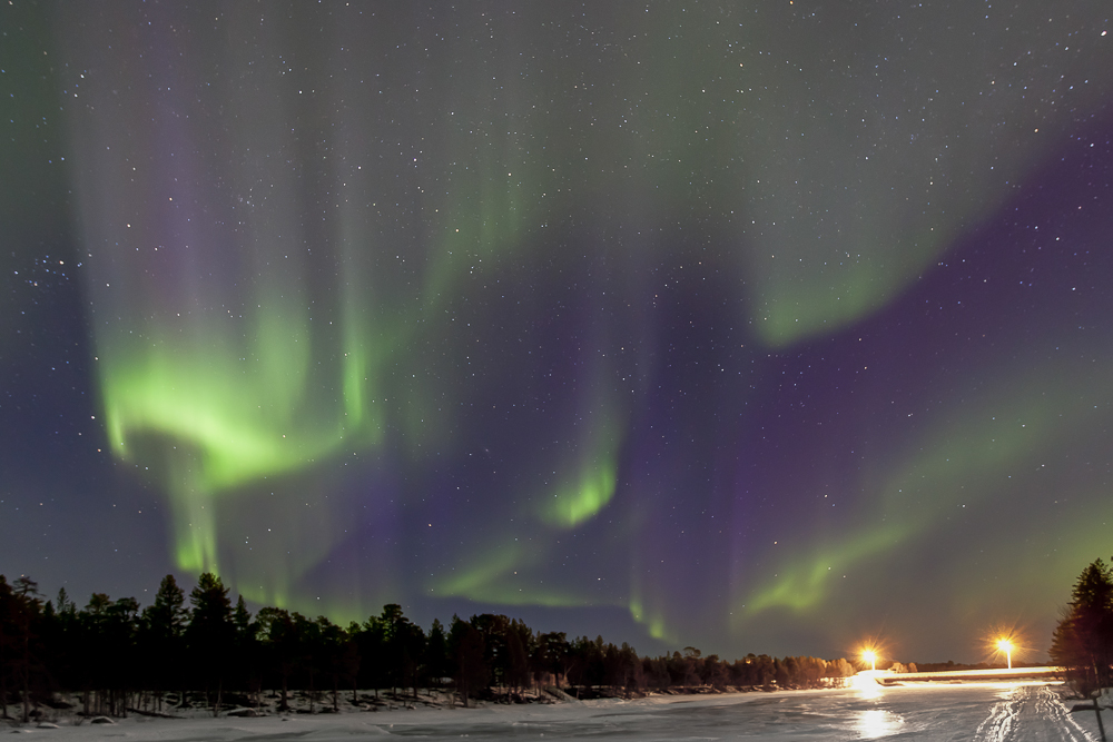 tanzendes Polarlicht am Inarisee (Lappland)