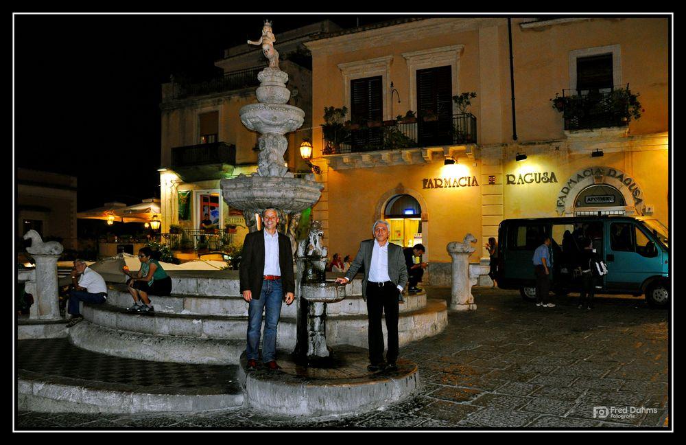 Taormina, Piazza mit Brunnen