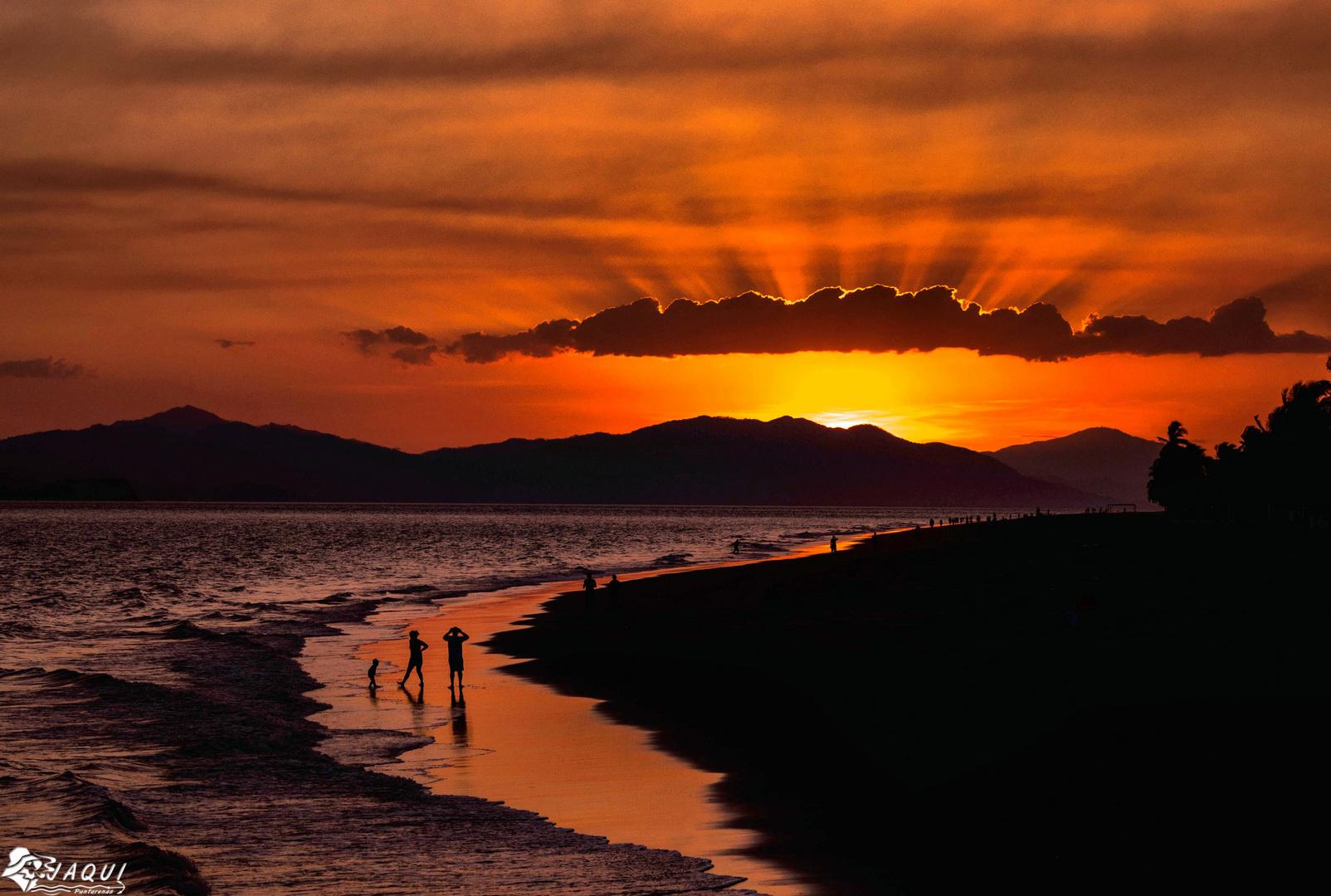 Tarde en la playa de Puntarenas
