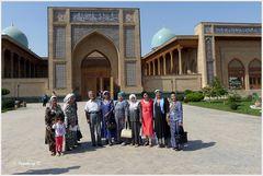 Taschkent - Muslime aus Kirgistan vor der Freitagsmoschee