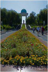 Taschkent - Nawai-Parkanlage - mit Denkmal für Timur Lenk