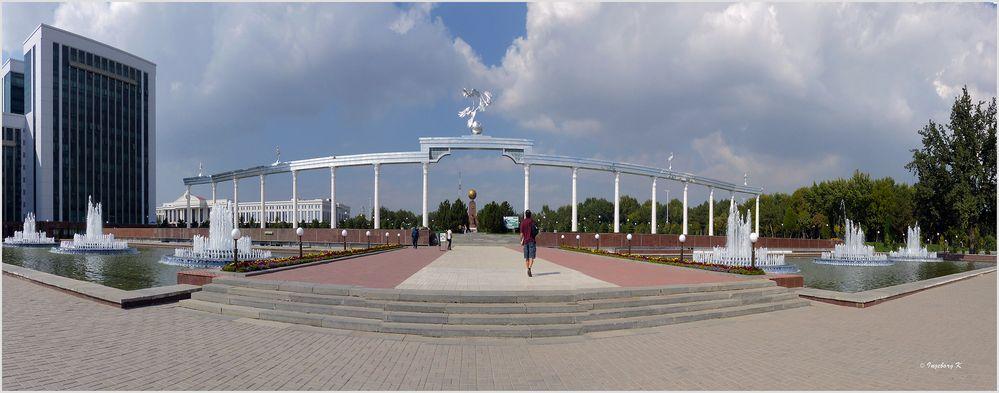Taschkent - Parkanlage am Denkmal der weinenden Mutter